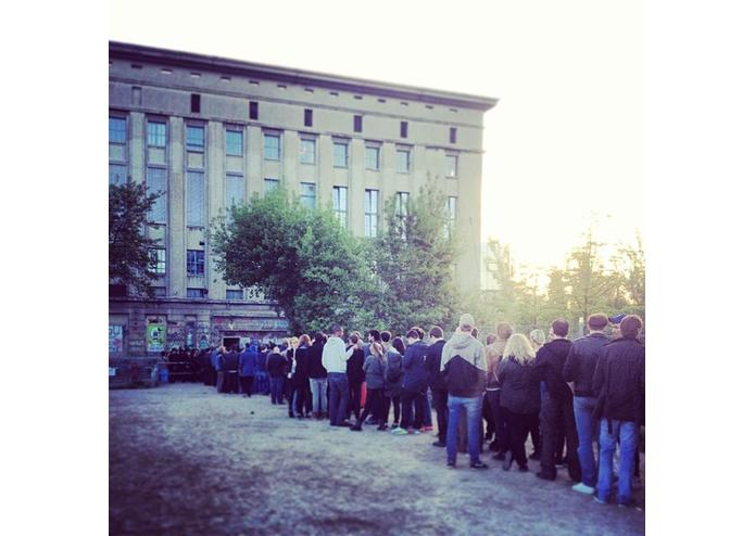 How to get into Berghain? – screenshot 1